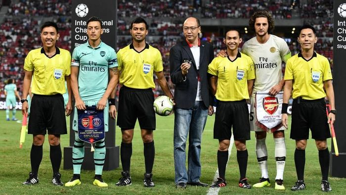Mesut Oezil dijadikan kapten Arsenal oleh Unai Emery. (Foto: Thananuwat Srirasant/Getty Images)