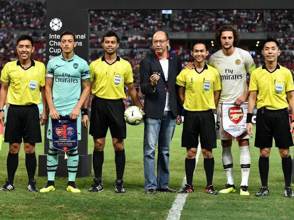 Emery Ungkap Alasan Jadikan Oezil Kapten Arsenal