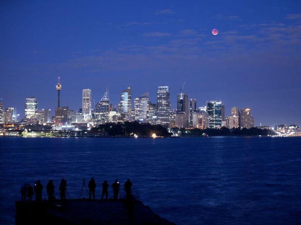 Antusiasme Warga Dunia Sambut Gerhana Bulan Terlama
