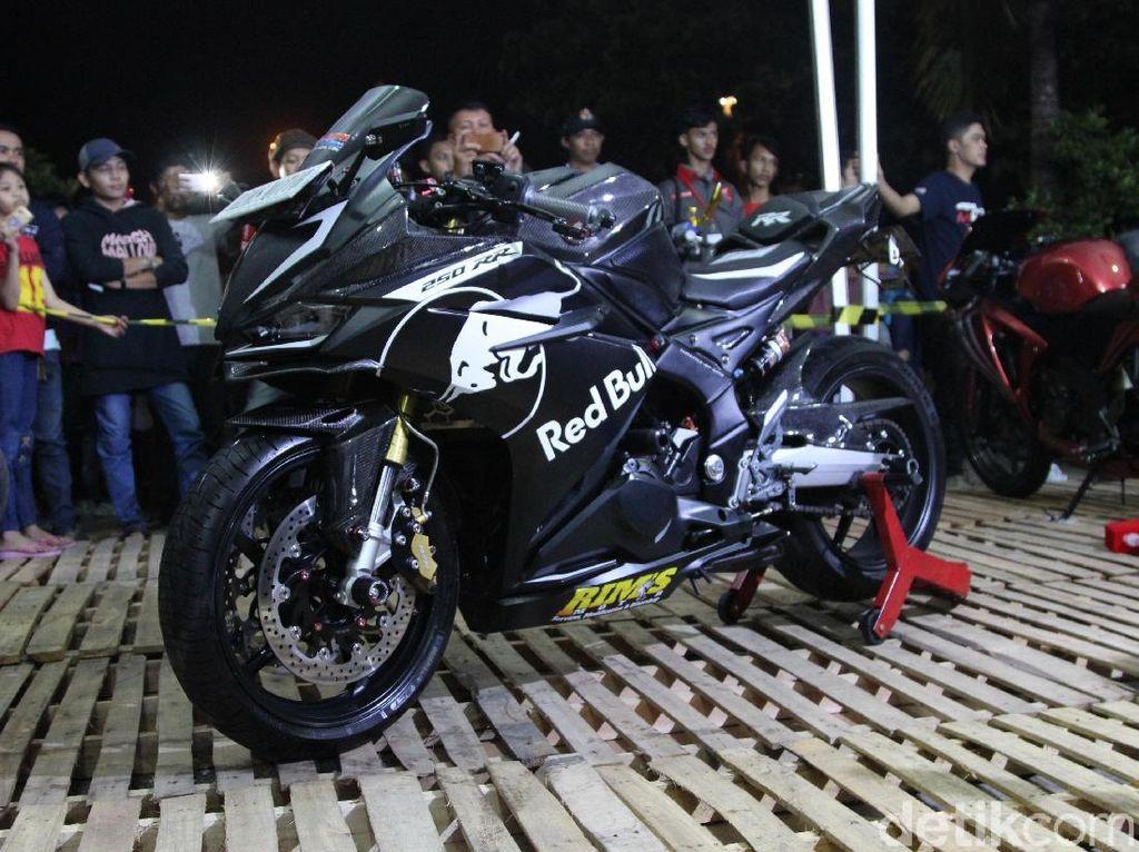 Raja Jalanan CBR250RR Black Carbon