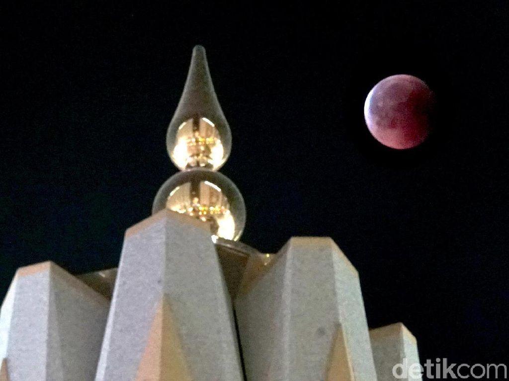 Potret Gerhana Bulan dari Masjid Nabawi