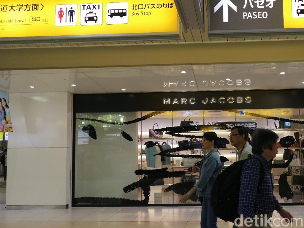 Potret Mal di Dalam Stasiun Jepang