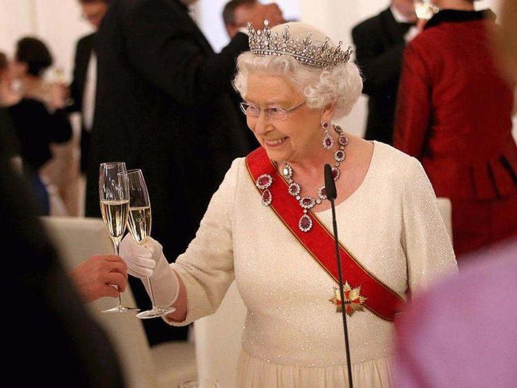 Menurut Ratu Elizabeth, Hamil Adalah Kata yang Vulgar