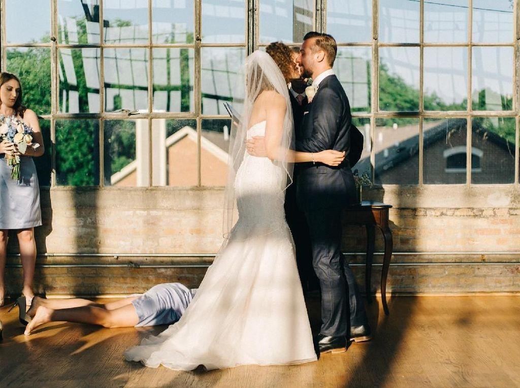 Ada yang Janggal, Netizen Heboh Lihat Foto Pernikahan Romantis Ini