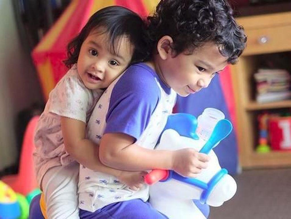 Dua Anak Shireen Sungkar Ini Akur Banget, Adem Deh Melihatnya