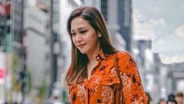 Gaya Maia Estianty Bersama Calon Mantu ketika Liburan di Jepang