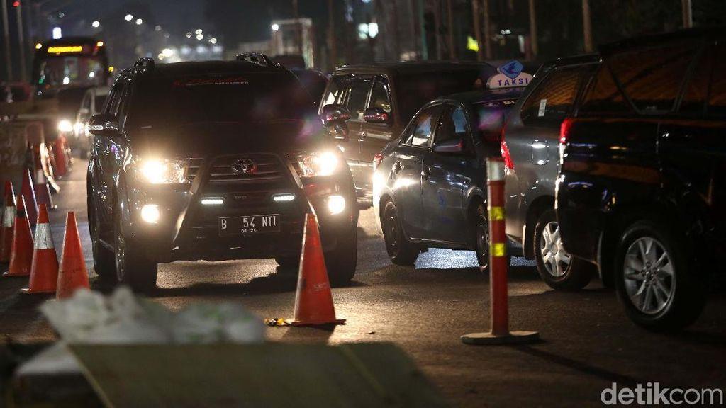 Konvoi Puluhan Mobil, Pecah Rombongan Jadi Beberapa Batch