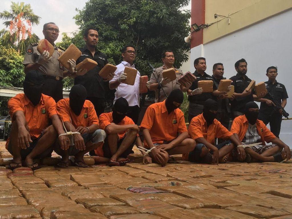1,4 Ton Ganja Diselundupkan ke Jakarta dalam Karung Ikan Asin