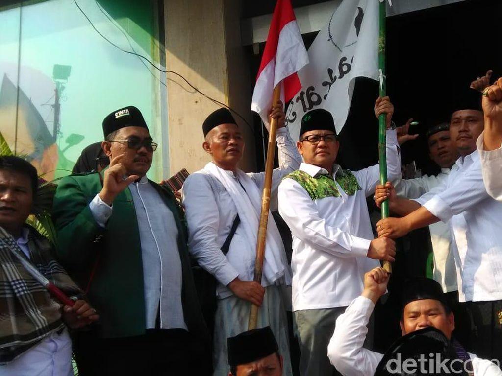 Cak Imin Sambut Santri yang Jalan Kaki Ciamis-Jakarta