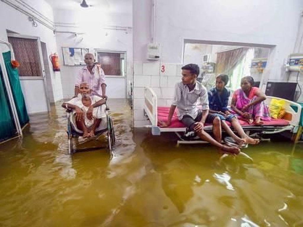 UGD Rumah Sakit Terendam Saat Banjir Dahsyat Landa India
