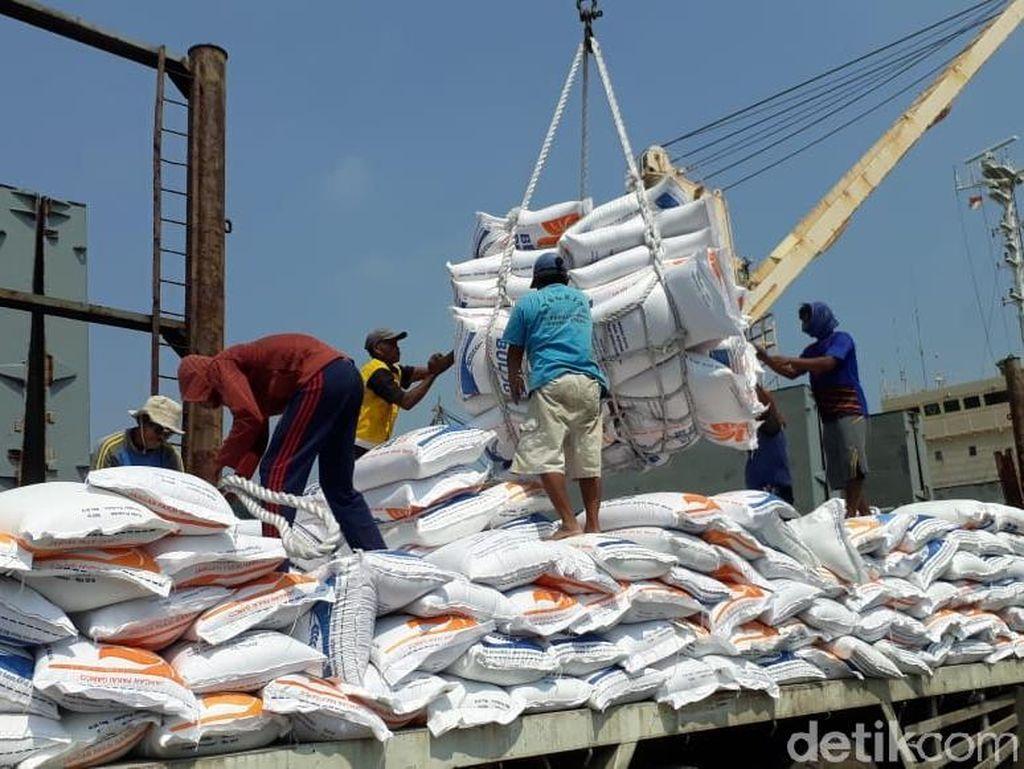 22.500 Ton Beras Impor Thailand Tiba di Cilegon