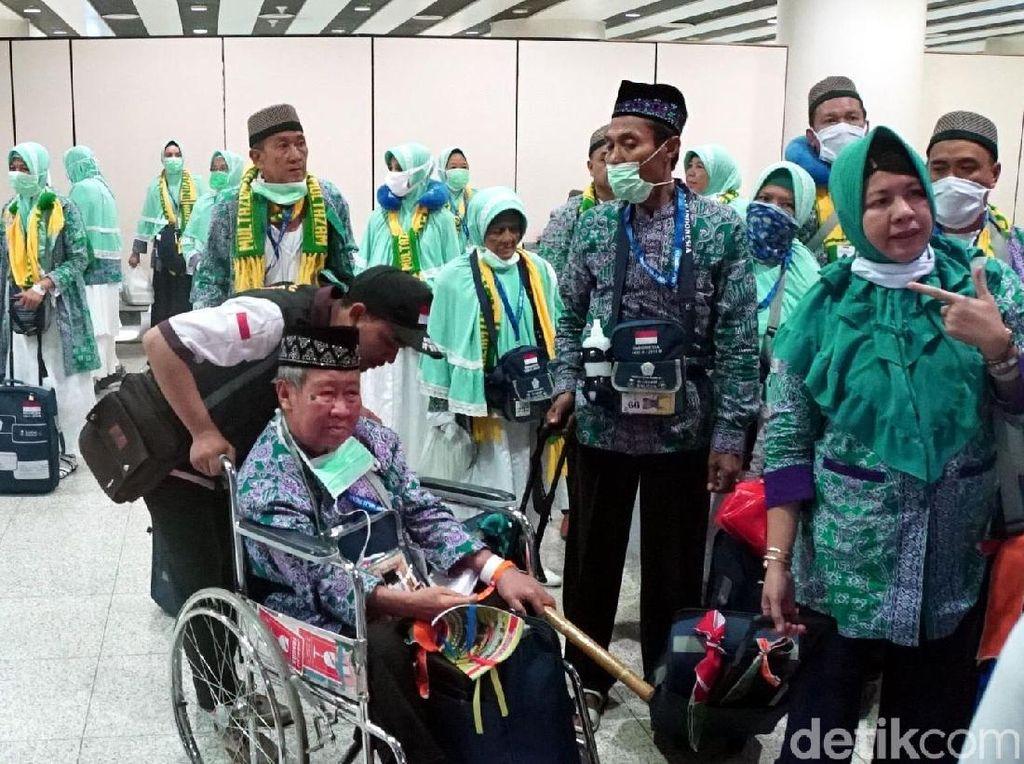 Jemaah Haji Gelombang Pertama Mendarat di Madinah