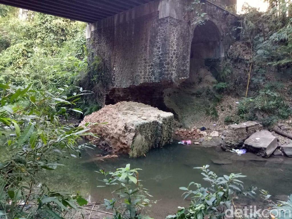 Terkikis Air, Penyangga Jembatan Bojonegoro-Tuban Ini Ambrol