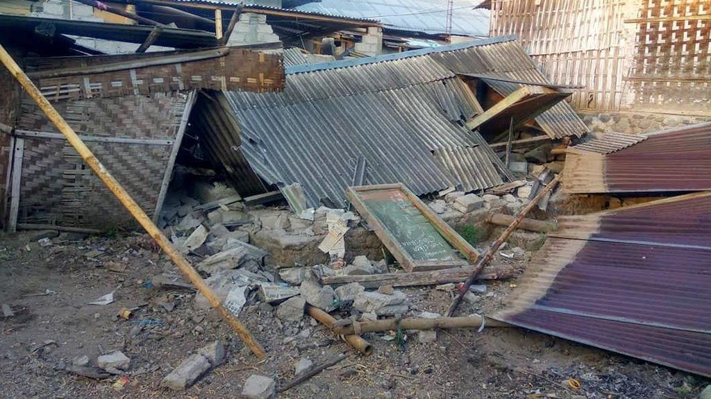 Foto: Rumah-rumah Hancur, Begini Kerusakan Akibat Gempa di NTB