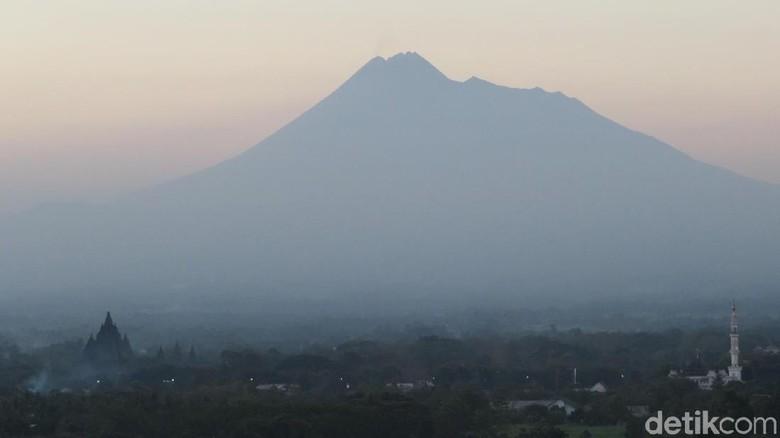 Panorama Gunung Merapi dari Prambanan, Sleman, DIY (Ferdinan/detikTravel)