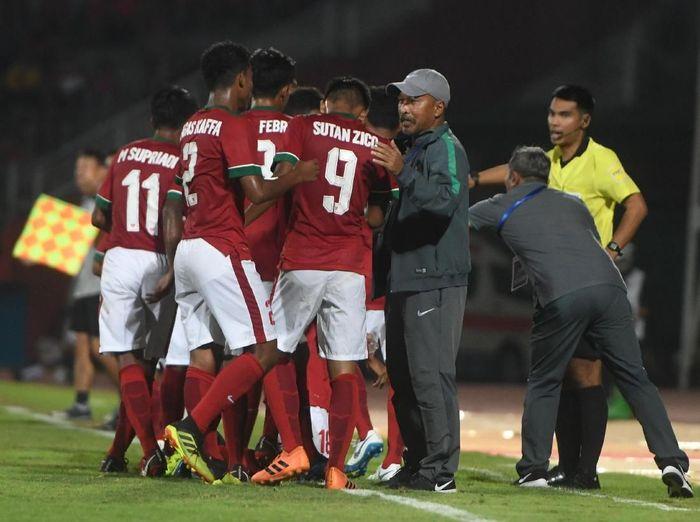 Fakhri Husaini bersama timnas Indonesia U-16. (Foto: Zabur Karuru/Antara Foto)