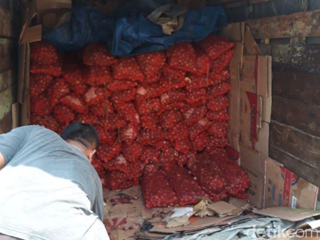 Truk Muatan Bawang Merah 2 Ton Ilegal Ditangkap