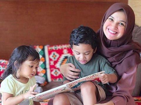 Shireen Sungkar dan kedua anaknya/