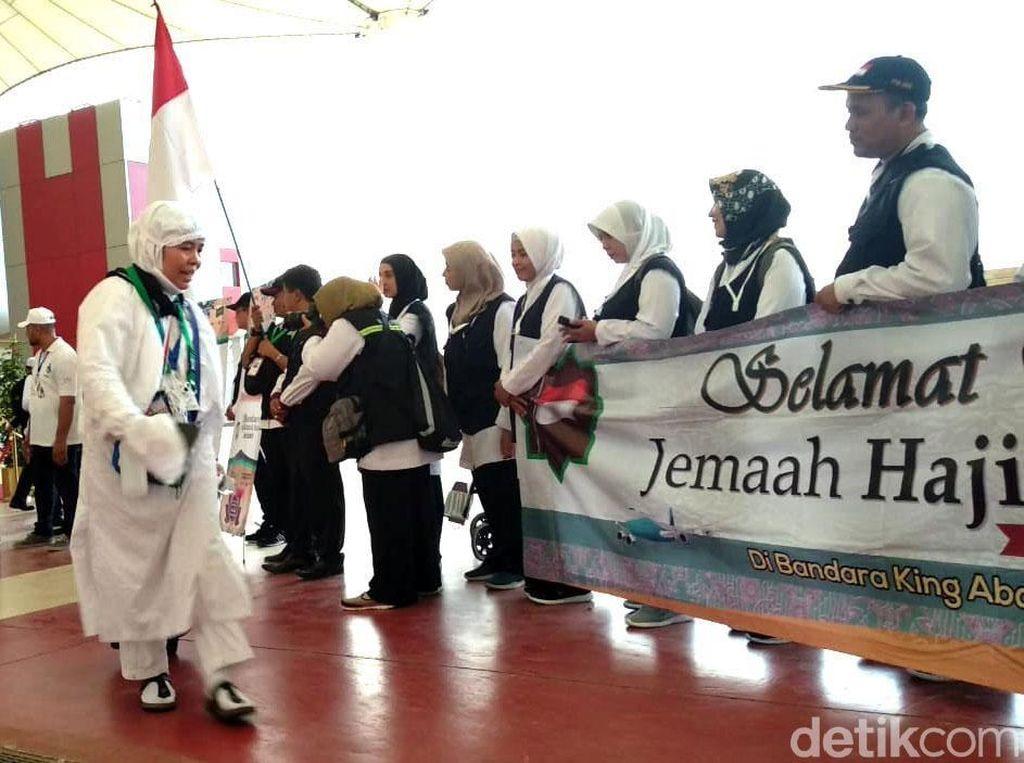 Jemaah Haji Indonesia Gelombang Kedua Tiba di Jeddah