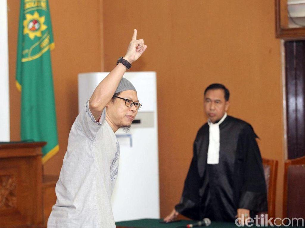 Detik-detik Hakim Putuskan JAD Dibekukan