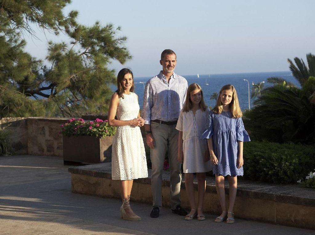 Chic dan Stylish, Gaya Keluarga Kerajaan Spanyol Saat Liburan