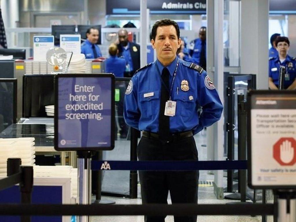 Aparat Penerbangan AS Diam-diam Intai Penumpang dalam Program Rahasia