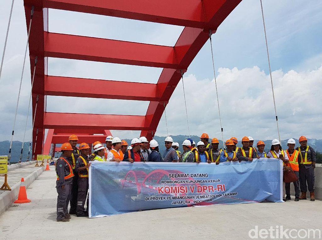 Anggota DPR Kunjungi Jembatan Kebanggaan Jokowi di Papua