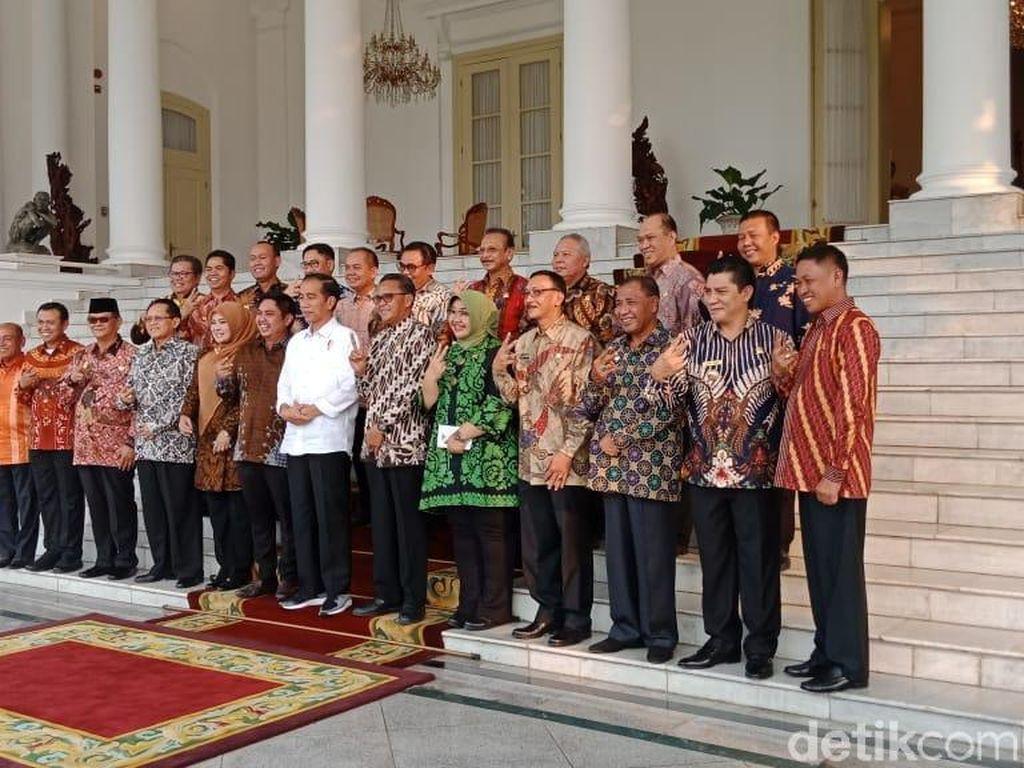 Lagi, Para Bupati Salam 2 Periode Bareng Jokowi di Istana Bogor