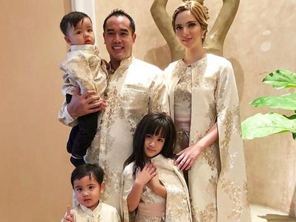 Nia Ramadhani, Hot Mom Penyayang Keluarga