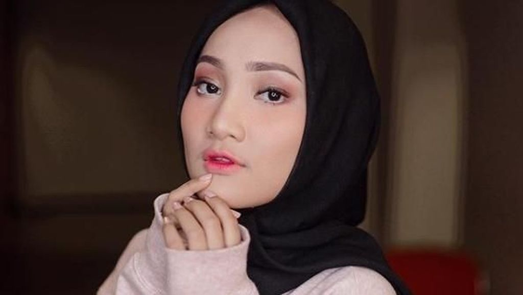 Disemprot Netizen Soal Fatin, Iis Dahlia Ngomel Pakai Bahasa Inggris