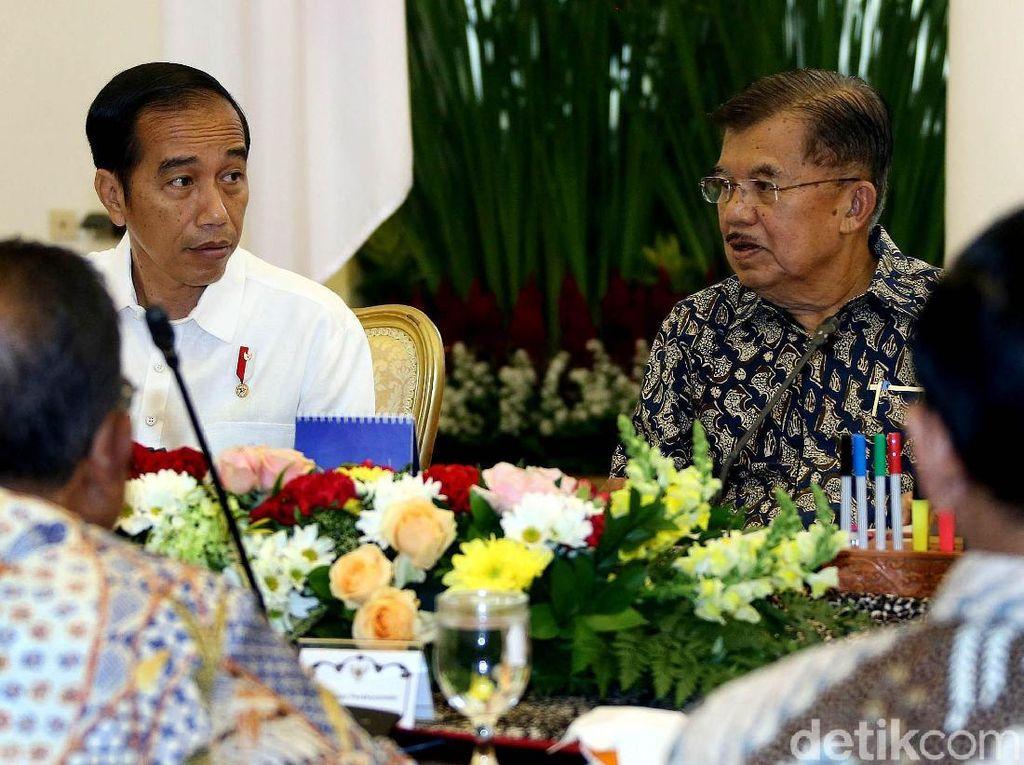 Politik Sepatu Lokal: JK, Sandiaga Hingga Jokowi