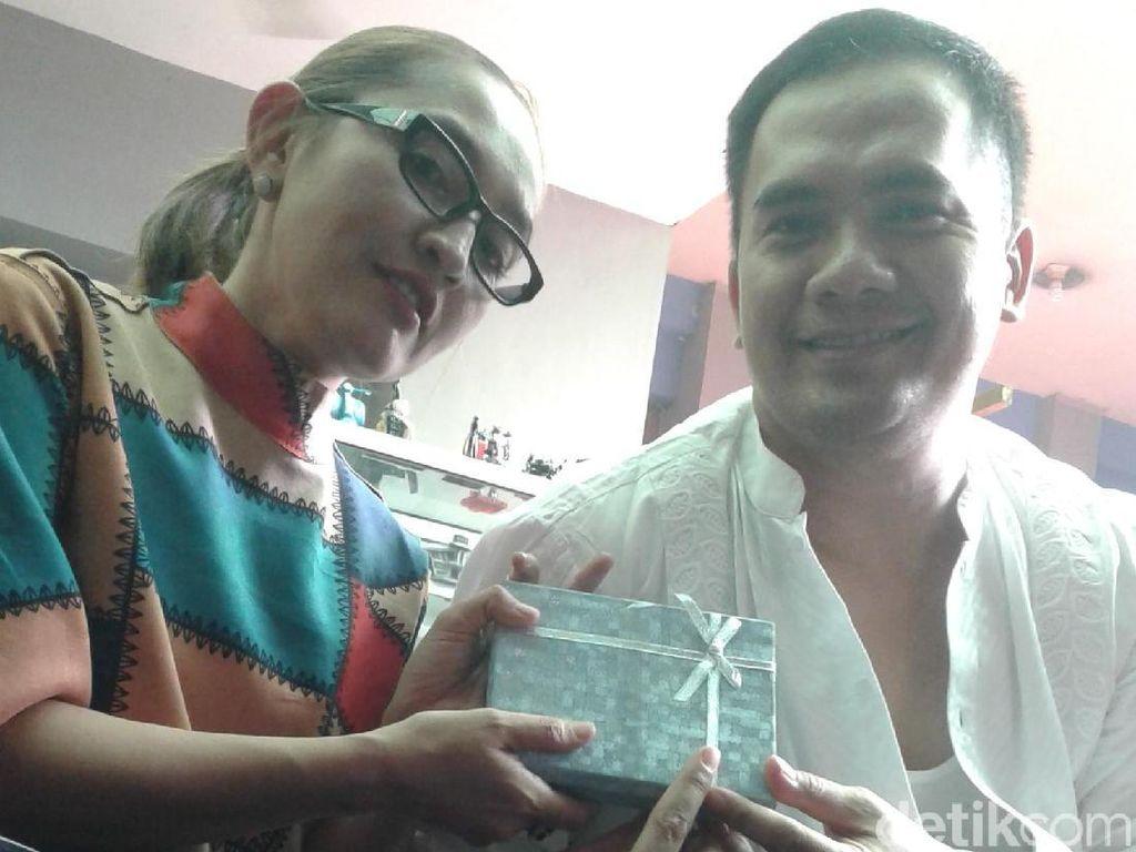 Saipul Jamil Keluar Penjara untuk Nyanyi, Dewi Perssik Hargai Suami
