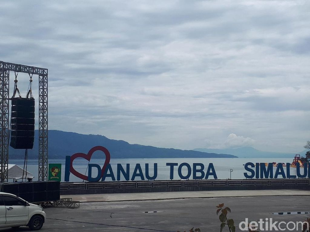 Grab Diajak Luhut Kembangkan Pariwisata Danau Toba
