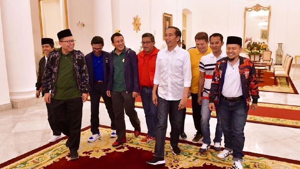 Foto: Gaya Santai Sekjen Parpol Koalisi Saat Dinner dengan Jokowi