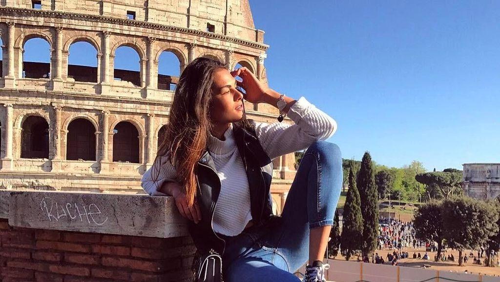 Foto: Travelingnya Model Cantik Pacar Valentino Rossi