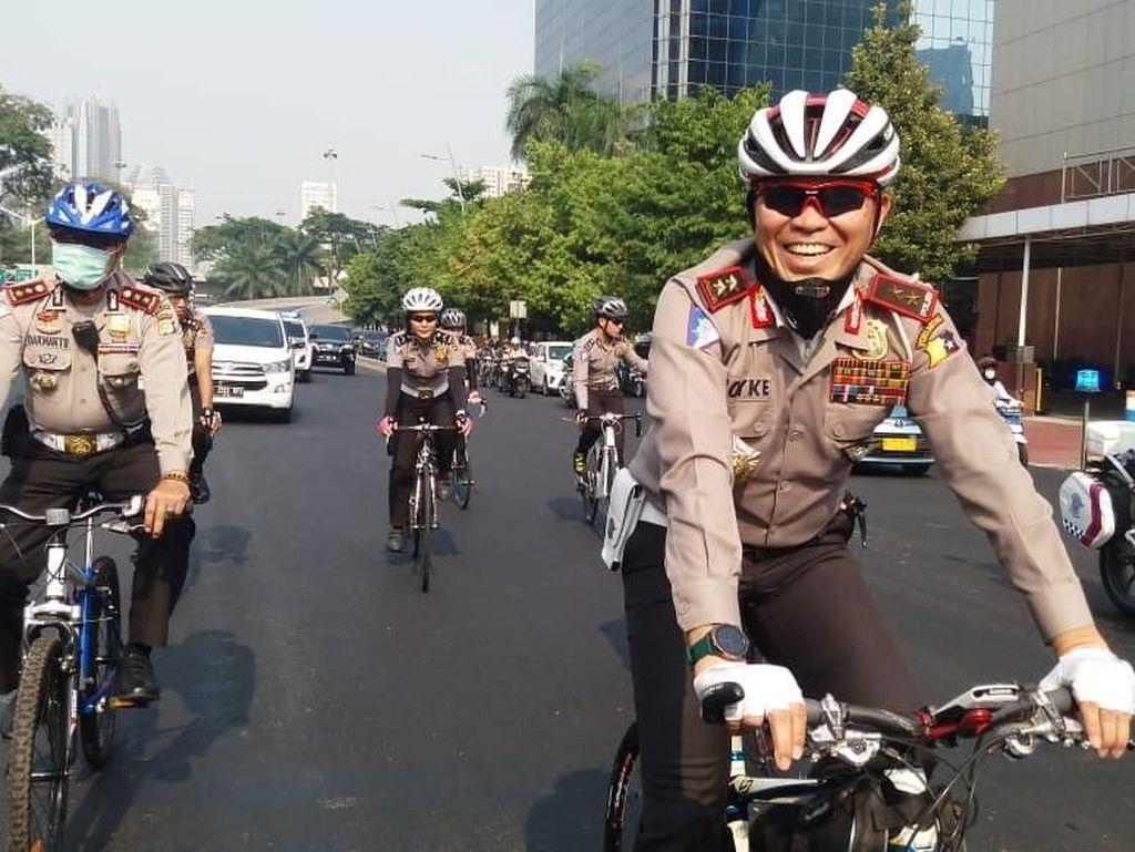 Ada Ganjil-Genap, Kakorlantas Naik Sepeda ke Mana-mana