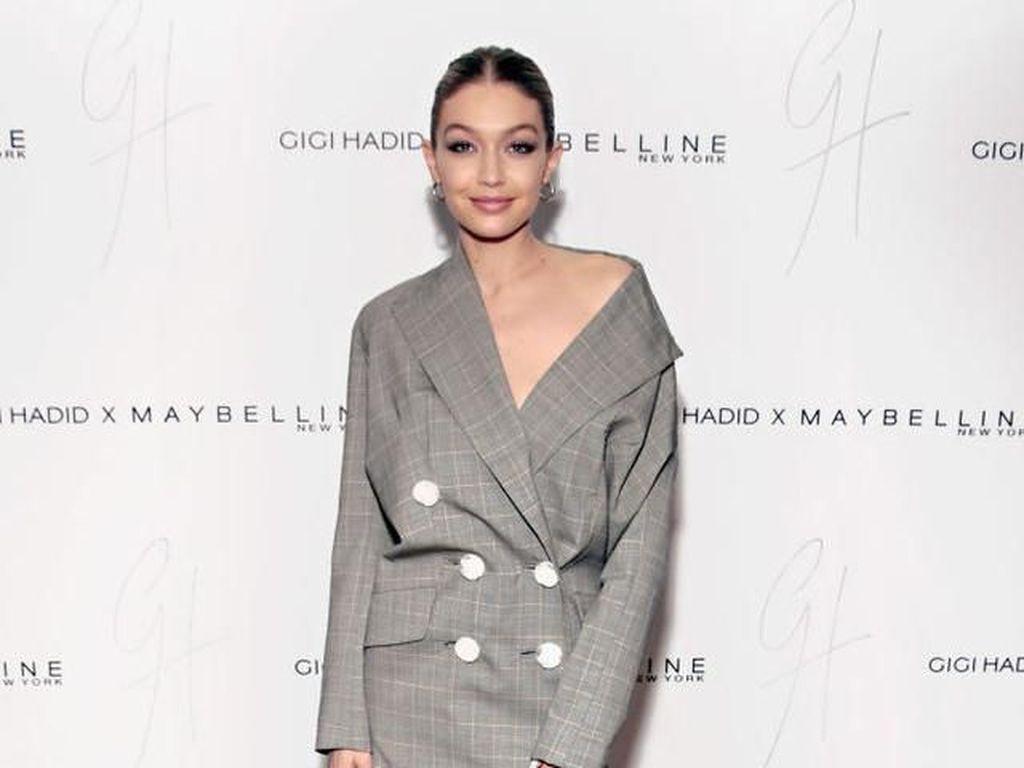 10 Gaya Mengejutkan Artis Hollywood, Pakai Baju Tanpa Celana