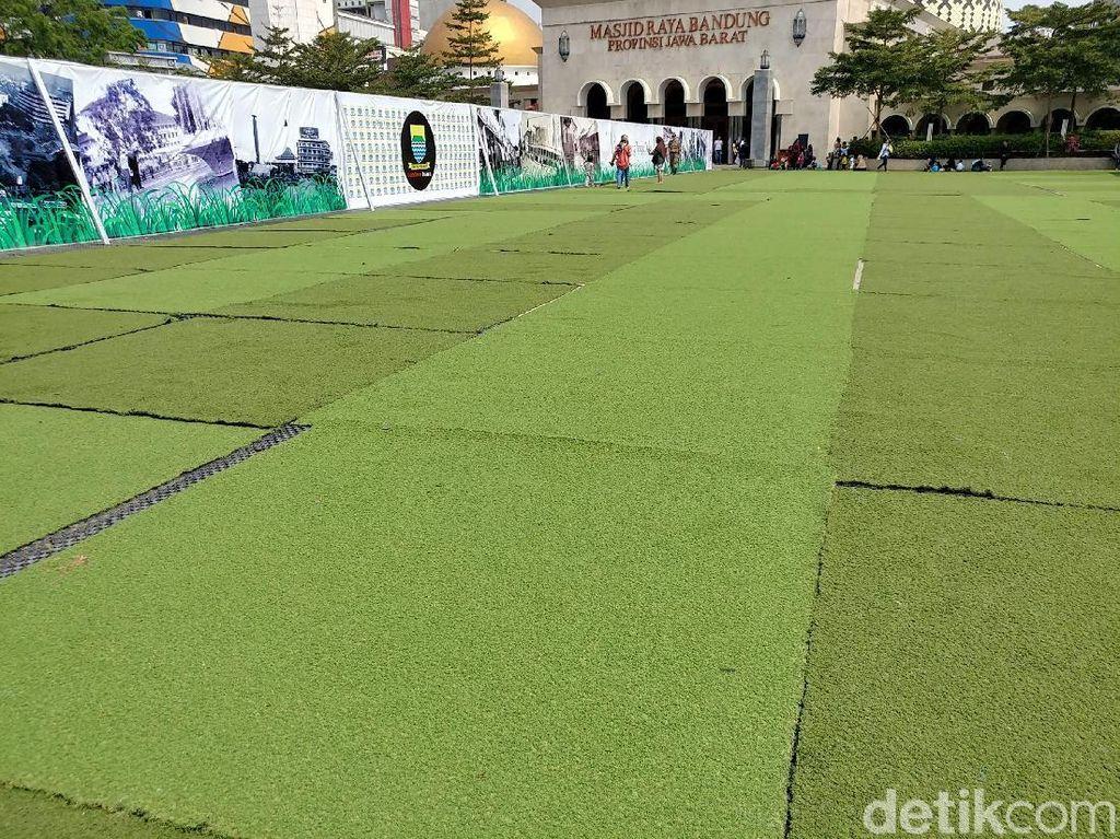 Taman Alun-alun Bandung Dirusak Warga hingga Orang Gila
