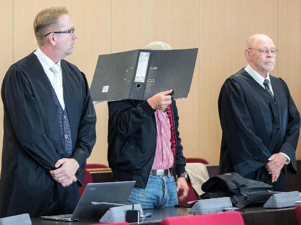 Terdakwa Neo-Nazi Dibebaskan dari Kasus Pengeboman, Publik Marah