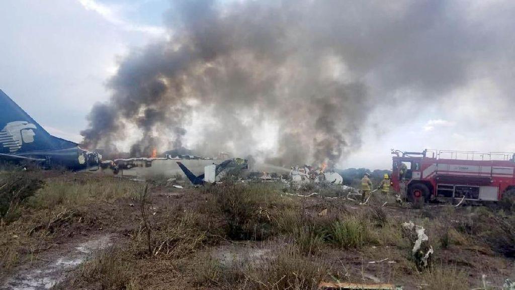 Atapnya Hancur, Ini Pesawat Meksiko yang Kecelakaan Saat Lepas Landas