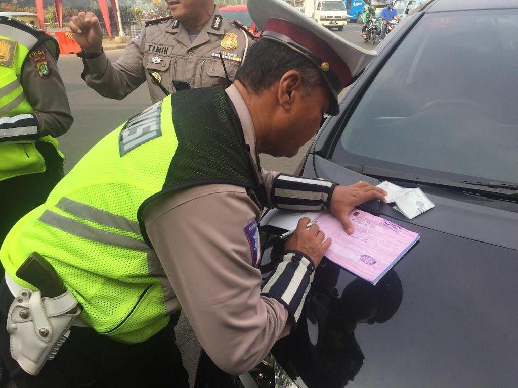 Ganjil Genap di Jalan DI Panjaitan, 11 Pelanggar Ditilang