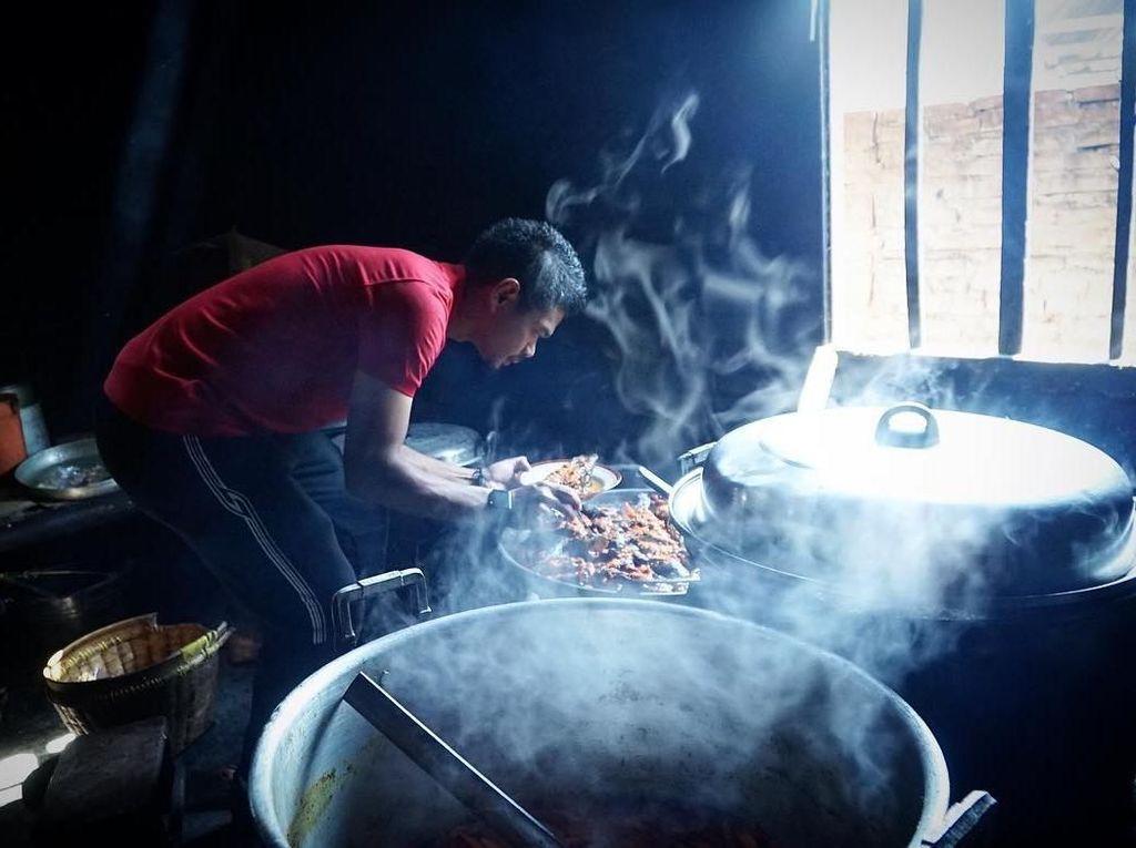 Sekarang Sudah Jago Masak, Ini Aksi Bambang Pamungkas Saat Jadi Chef