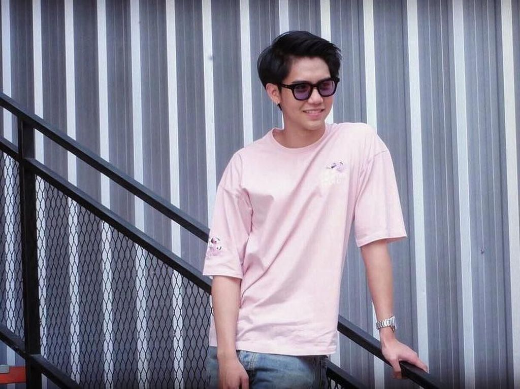 Ini Gaya Makan Aktor Thailand Harit Cheewagaroon, yang Mirip Iqbaal Ramadhan