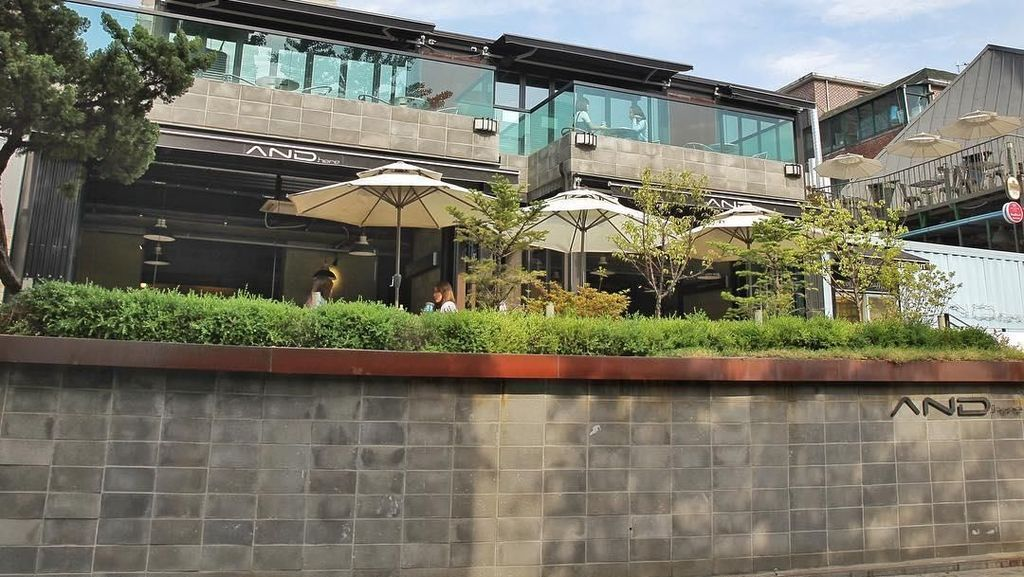 Intip Kafe Kekinian Punya Seungri Big Bang di Seoul, Yuk!