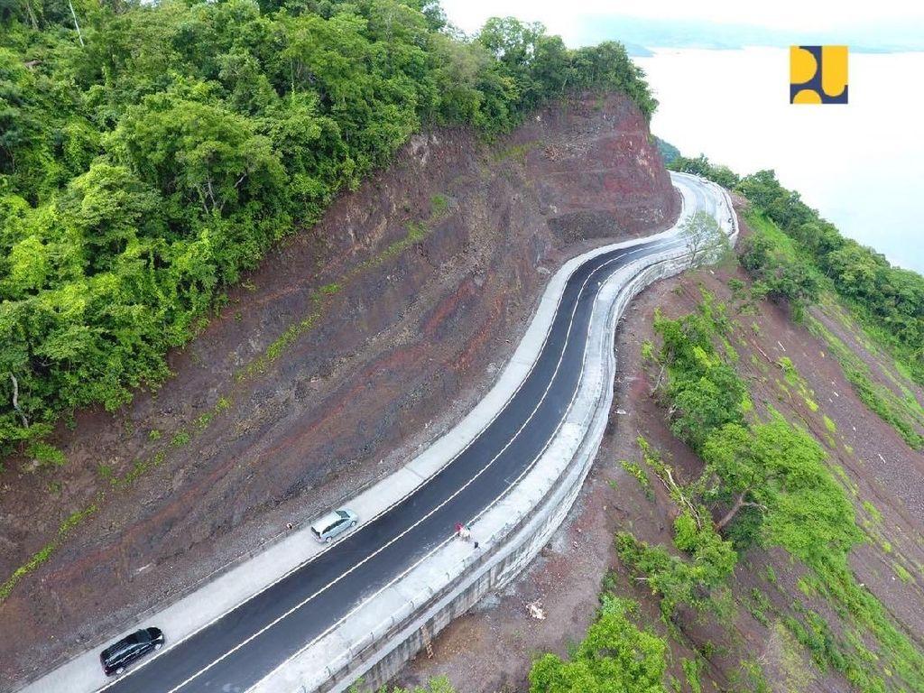Mulusnya Jalan Nasional di Pulau Sumbawa NTB