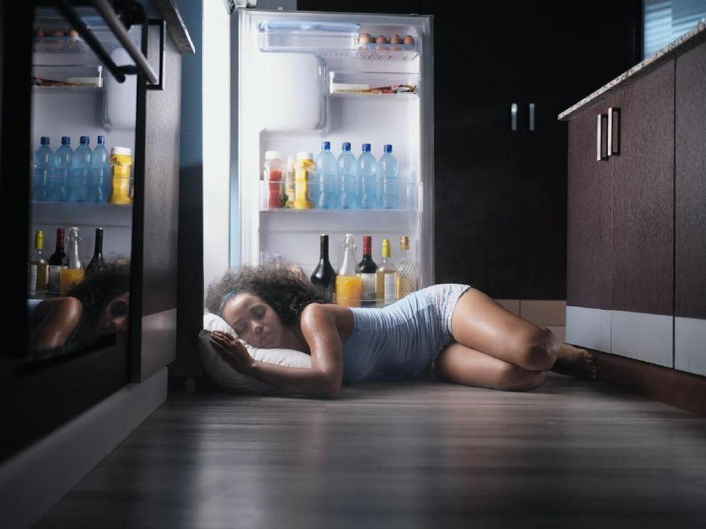 Tidur di Lantai Bikin Paru-paru Basah? Ini Faktanya