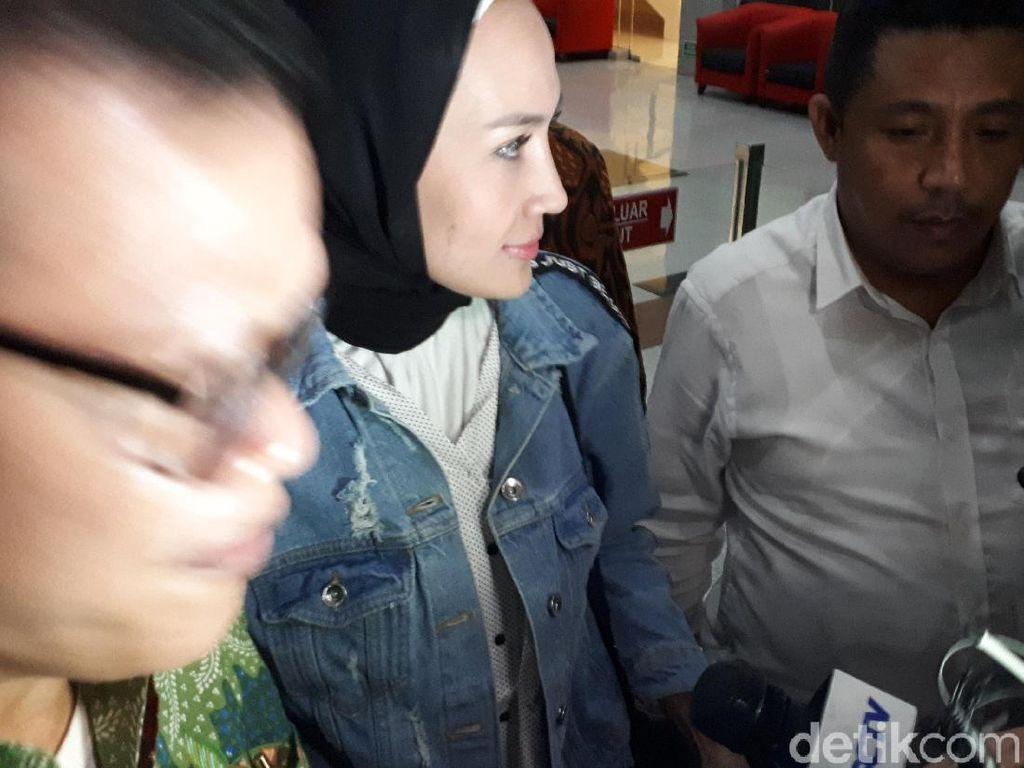 Hampir 11 Jam Diperiksa KPK, Steffy Burase Bicara Soal Aceh Marathon