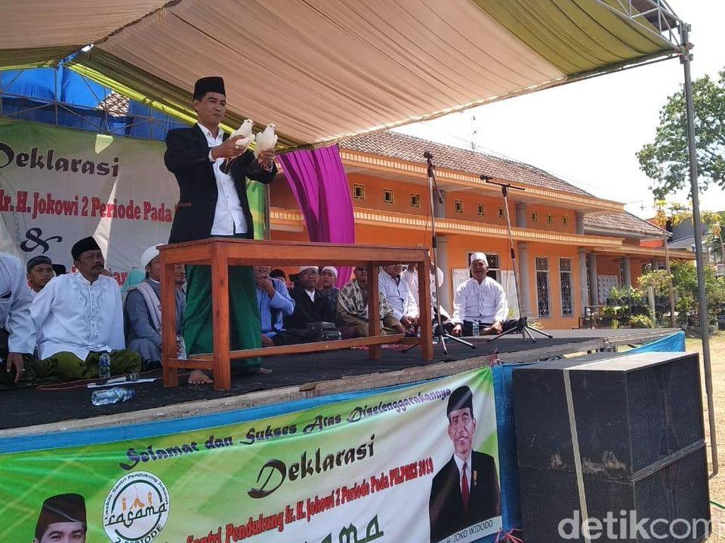 Santri Lepas Merpati Simbol Jokowi Tak Pernah Ingkar Janji