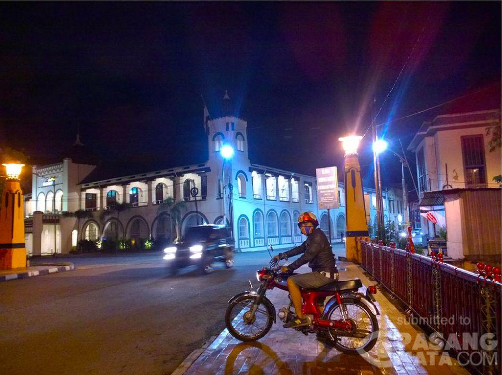 Asyiknya Naik Motor Jadul Keliling Semarang