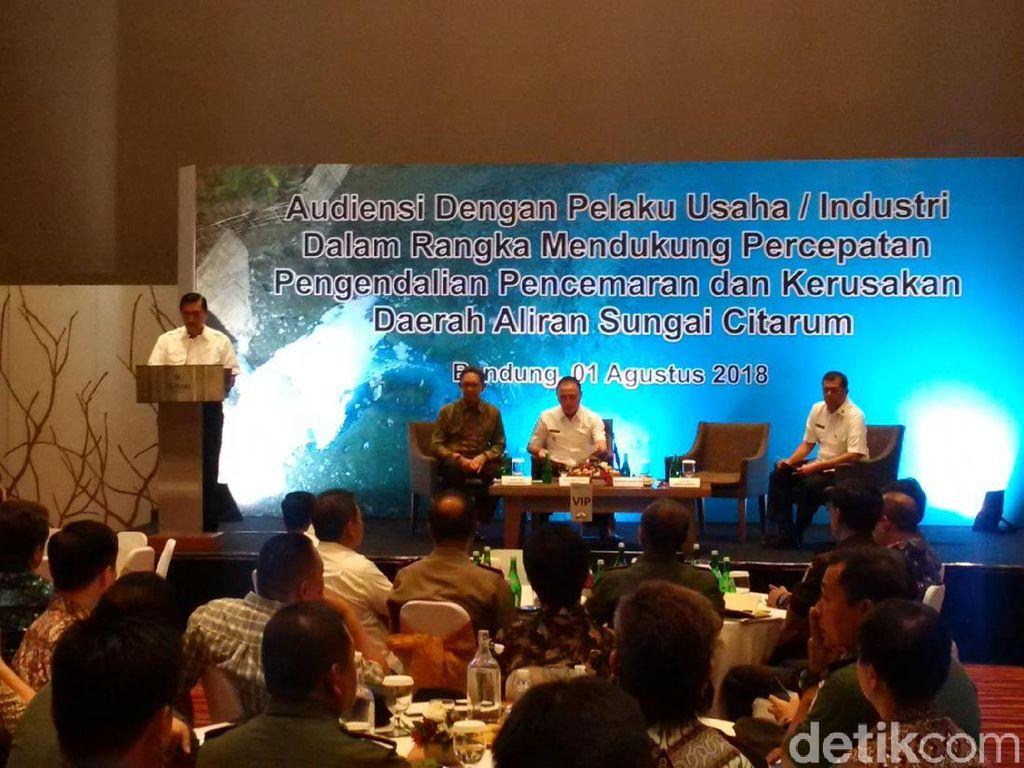 Luhut Ancam Penjarakan Industri Nakal di Sekitar Citarum